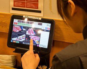 焼肉食べ放題 カルビ市場 天神店ではタッチパネルで自由にお肉が注文できます♪
